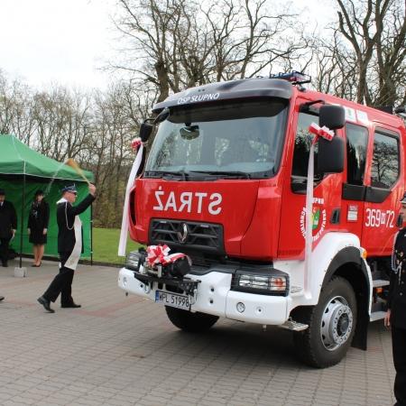 Przekazanie średniego  samochodu ratowniczo- gaśniczego  dla Słupna